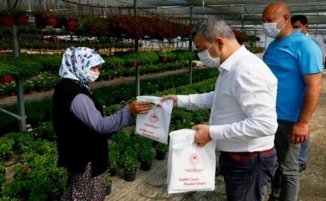 Tarım işçilerine 100 bin maske dağıtıldı