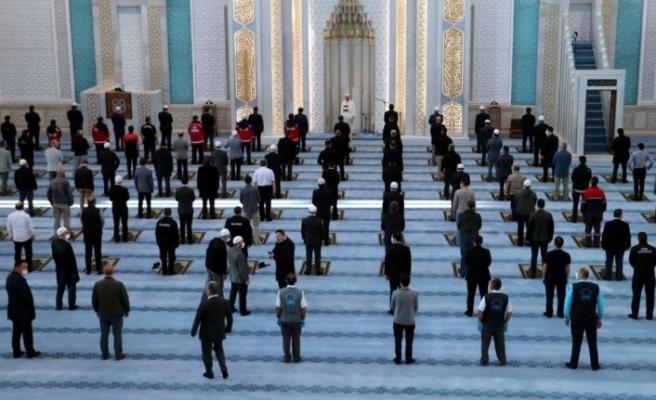 Unutulmayacak görüntüler: Bayram namazı sadece Ankara'da kılındı