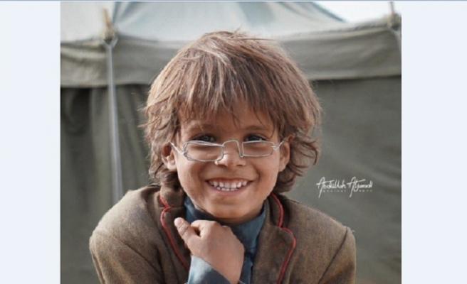 Yemen muhacir çocuğun tel gözlüğü 4000 dolara satıldı