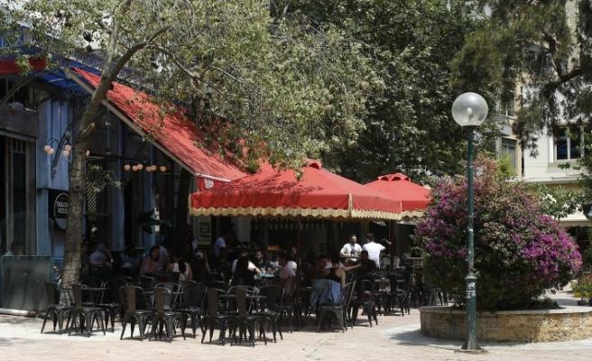 Yunanistan'da kafe ve restoranlar 60 gün sonra açıldı