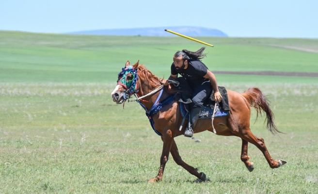 Atlar dörtnala koşmaya başladı