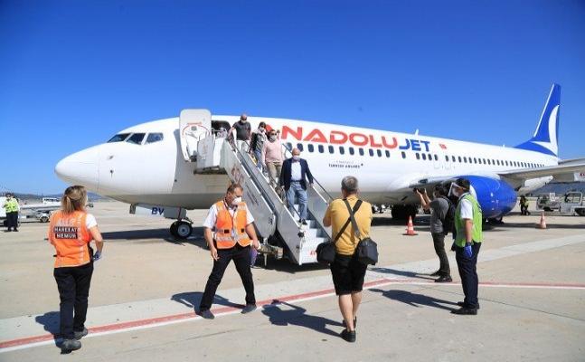 Bodrum'a ilk uçak seferi su takı töreniyle karşılandı