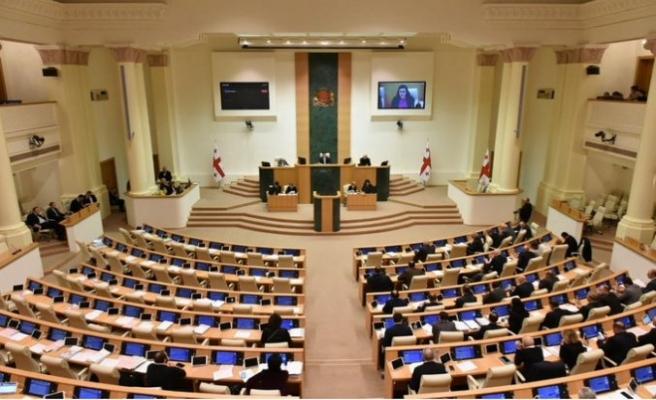 Gürcistan'da seçim sisteminde değişiklik parlamentoda kabul edildi