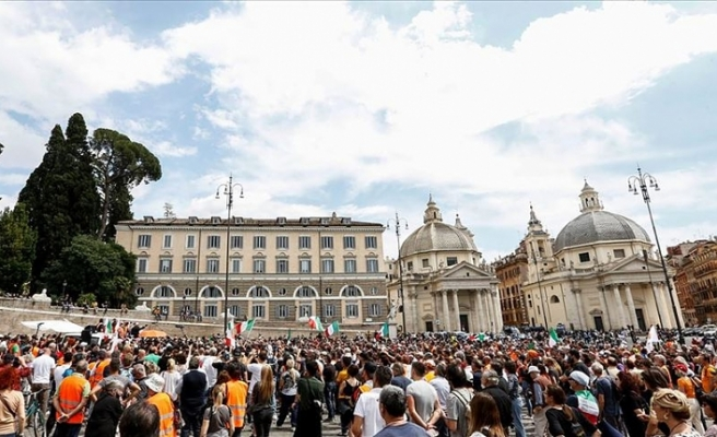 İtalya'da sağ seçmenlerden hükümete 'istifa' protestosu
