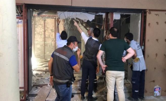 Kapalıçarşı'daki döviz bürosunda kaçak yapılar söküldü