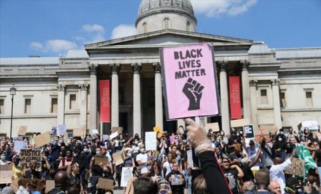 Londra'da, siyahi Amerikalı George Floyd'un ölümüne ilişkin gösteri