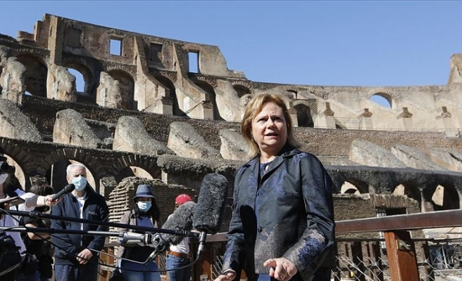 Roma'nın simgesi Kolezyum kapılarını ziyaretçilere açtı