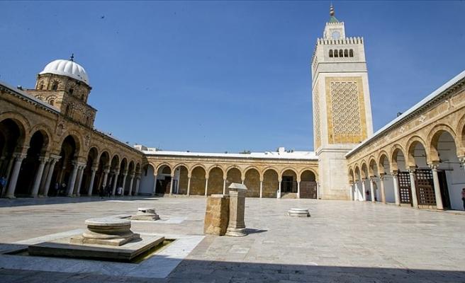 Tunus'ta camiler, kafeler ve turistik yerler açılıyor