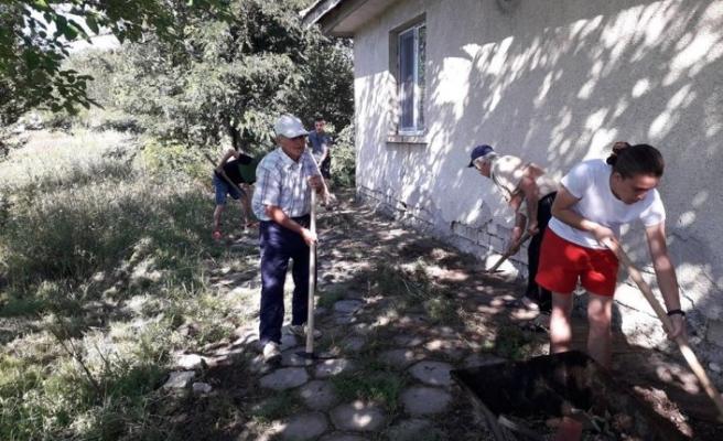 Zvinitsa köyü halkı camilerini yeniledi