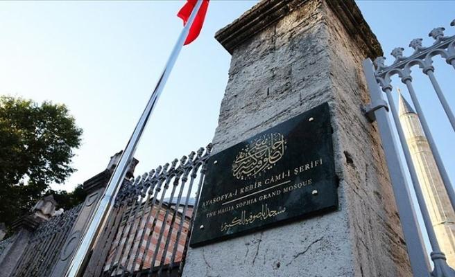 Ayasofya Camisi'ne 'Ayasofya-i Kebir Cami-i Şerifi' tabelası asıldı