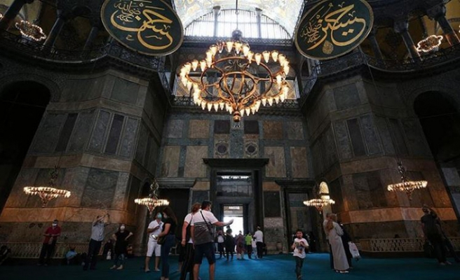 Ayasofya Camii'ne ziyaretler devam ediyor