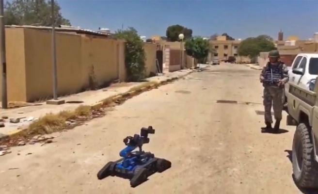 Darbeci Hafter'in tuzakladığı EYP'leri yerli robot 'Kutlu' imha ediyor