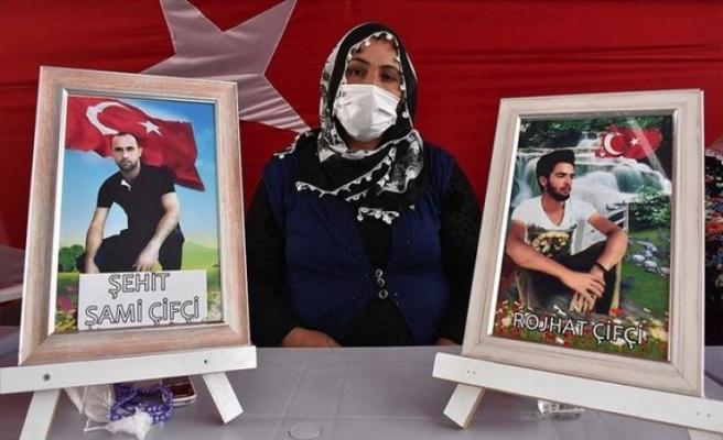 Diyarbakır anneleri PKK'nın elindeki evlatlarına seslendi: Sensiz bayram olmuyor