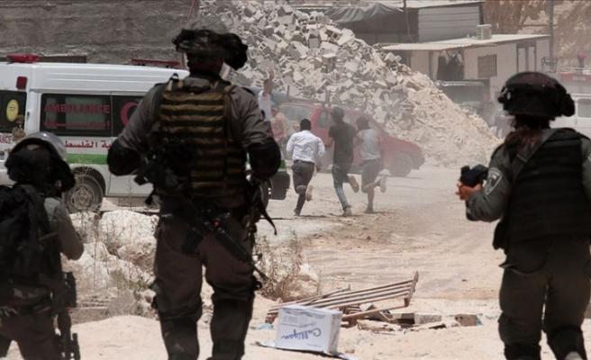 İsrail askerlerinden Batı Şeria'daki Filistinli göstericilere müdahale