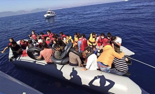 İzmir'de Türk kara sularına geri itilen 44 sığınmacı kurtarıldı