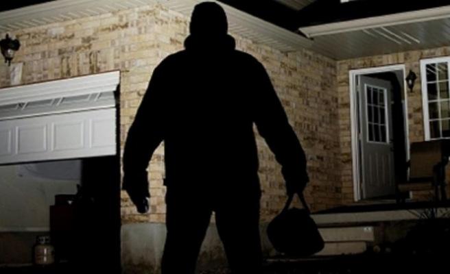 Kazakistan'da hırsız soyduğu bir evde uyuyakaldı