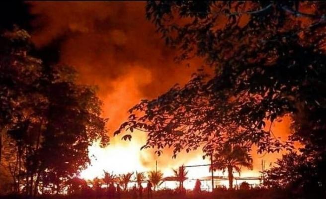 Malezya'da ahşap evlerin olduğu köyde yangın.. 135 kişi evsiz kaldı