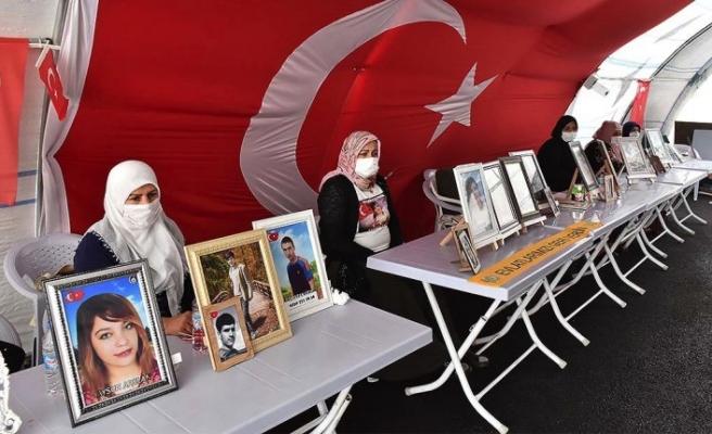 PKK'dan evladını isteyen anne: Kızımı almadan buradan kalkmayacağım