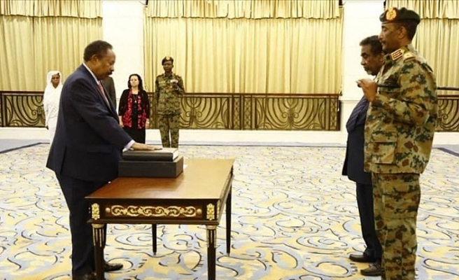 Sudan Başbakanı Hamduk'tan askeri vali talebi