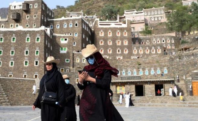 Suudi Arabistan'da bin 968 kişide daha koronavirüs tespit edildi
