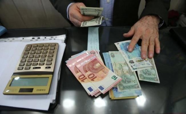 Tahran'da döviz piyasasını bozan 30 kişiye gözaltı