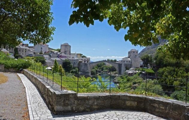 Tarihi Mostar Köprüsü'nün yeniden açılışının 16. yılı