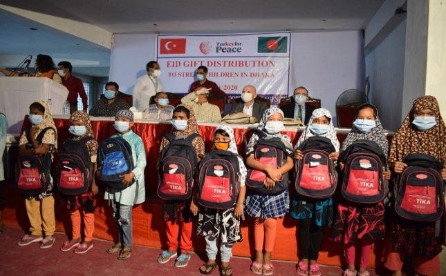 TİKA, Bangladeşli çocukları sevindirdi
