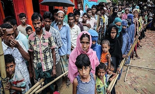 Arakanlı Müslümanlar, Myanmar'ın katlettiği binlerce sivili kamplarda sessizce andı