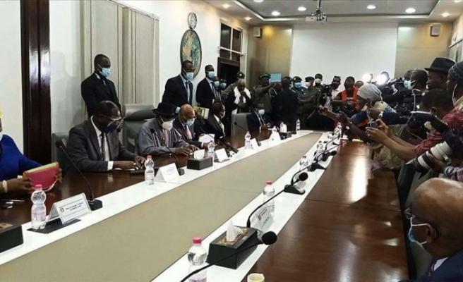 Batı Afrikalı liderler Mali'de devrik lider Keita ve darbecilerle görüştü