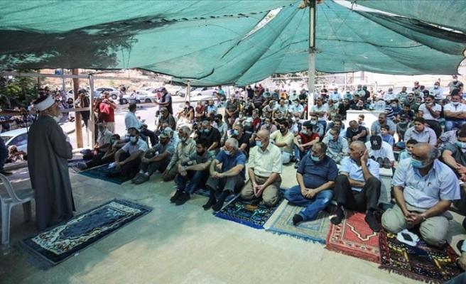 Filistinliler Doğu Kudüs'te cuma namazı kılarak İsrail'in yıkımlarına tepki gösterdi