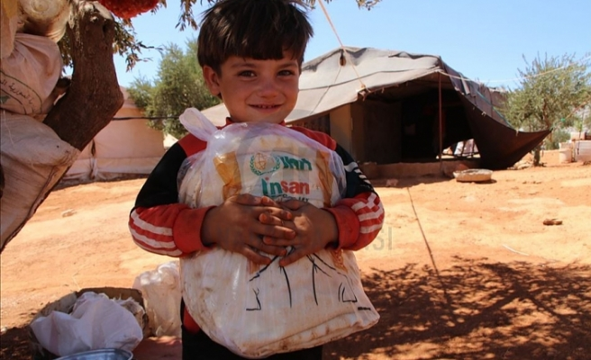 İHH ve İnsan Charity kurumundan Suriye'ye her gün 50 bin ekmek dağıtılıyor