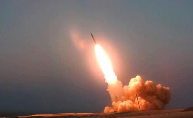 İran, Kasım Süleymani'nin adının verildiği yeni orta menzilli füzelerini tanıttı