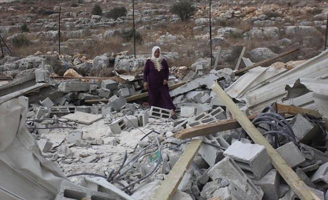 İsrail askerleri Batı Şeria'da Filistinlilere ait bir ev ile su deposunu yıktı