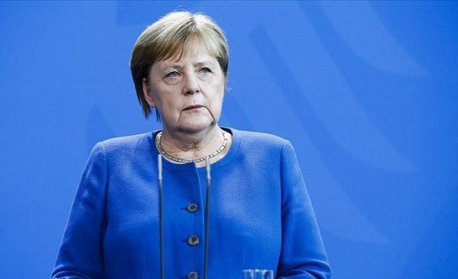 Merkel adalet istedi