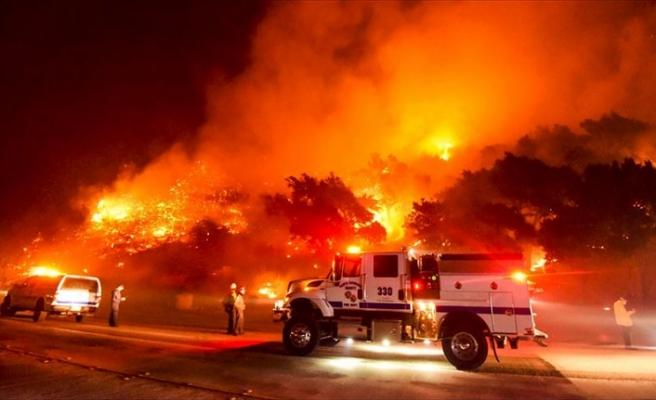 California'da'ki yangın 625'ten fazla noktada devam ediyor