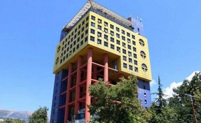 'Dünyanın en saçma binası' için yıkım kararı