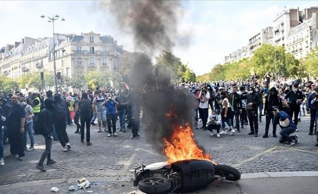 Fransa'da sarı yelekliler döndü! 154 gözaltı