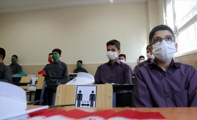 İran'da yeni eğitim yılı Kovid-19 gölgesinde başladı