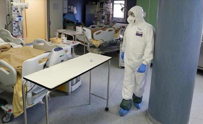 İtalya'da Kovid-19 salgınında yeni vaka sayıları binin üstünde seyrediyor
