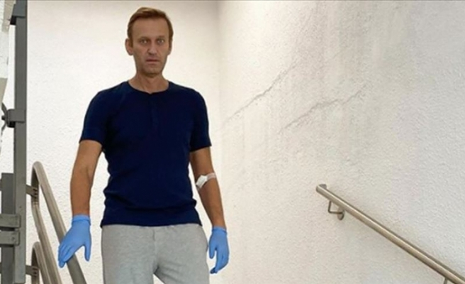 Rus muhalif Aleksey Navalnıy, elbiselerini istedi
