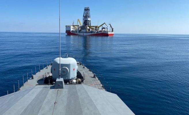 Sondaj ve sismik araştırma yapan gemilere Deniz Kuvvetleri refakat ediyor