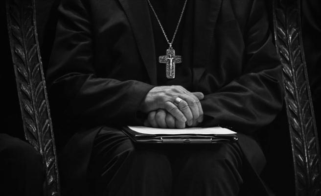 Vatikan'da yolsuzluk iddiaları kardinale istifa ettirdi