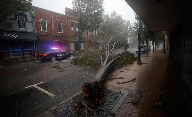 ABD'de etkisini sürdüren Delta Kasırgası yüz binlerce kişiyi elektriksiz bıraktı