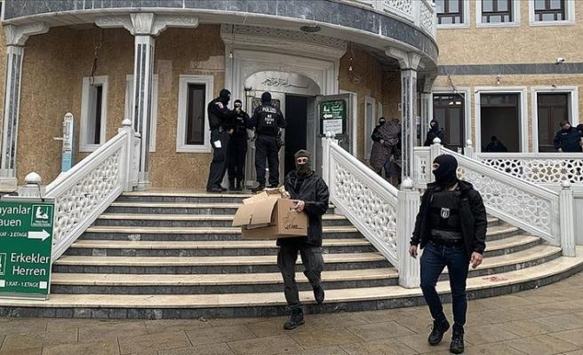 Berlin'de Alman polisinden camiye saygısızlık