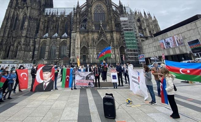 Almanya'da Ermenistan'ın Azerbaycan topraklarına saldırılarına protesto