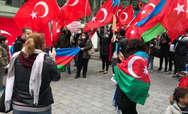 Almanya'da yaşayan Türkler'den Azerbaycan'a destek