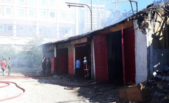 Başkentte yangın: 5 dükkan kullanılamaz hale geldi