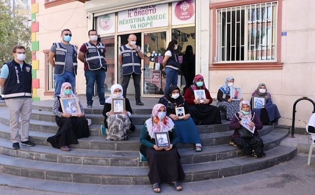 Diyarbakır annesi: 15 aydır buradayız. HDP'lilerden 'Siz neden buradasınız?' diyen olmadı