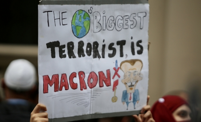 Emmanuel Macron ve Fransa, Londra'da protesto edildi