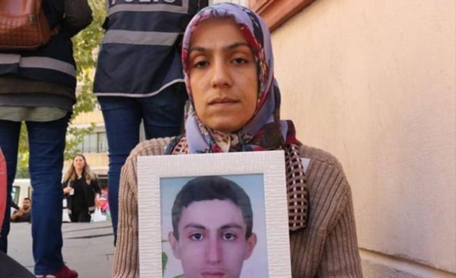 Evlat nöbeti tutan anneden HDP ile PKK'ya tepki